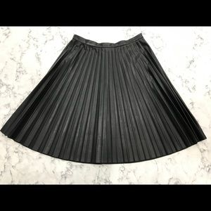 Calvin Klein faux leather blk pleated skirt 4 NEW